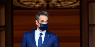 o-prothipourgos-tis-kivernisis-me-maska
