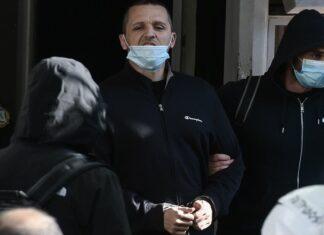 Ο Ηλίας Κασιδιάρης οδηγείται στη φυλακή