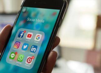 κινητό με εφαρμογές social media
