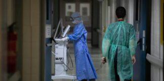 διάδρομος νοσοκομείου με γιατρούς