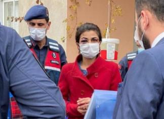 η κακοποιημένη Μελέκ κατά τη διάρκεια της σύλληψης της