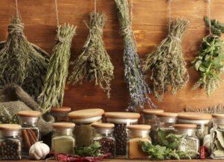 πάγκος με βότανα και μπαχαρικά