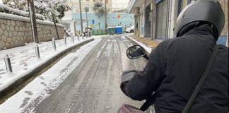 κούριερ μηχανάκι χιόνι