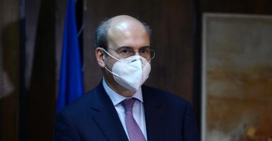Ο υπουργός Εργασίας Κωστής Χατζηδάκης με μάσκα