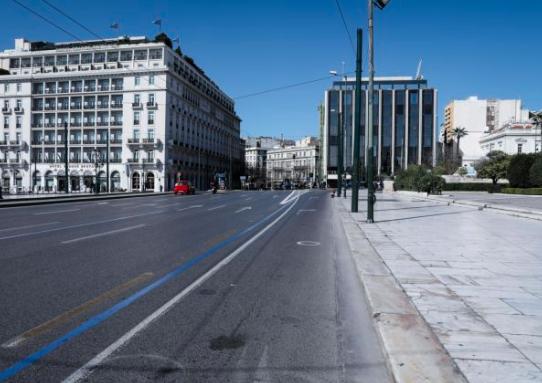 Καθολικό lockdown και άδειοι δρόμοι