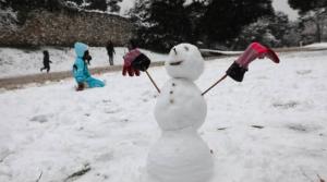 Κακοκαιρία «Μήδεια» και χιονοπτώσεις σε Μαγνησία και Σποράδες