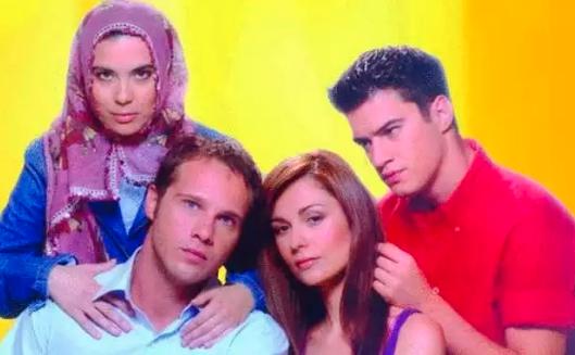 Η Άννα Τσουκαλά με τους υπόλοιπους πρωταγωνιστές της σειράς «Μη μου λες αντίο»