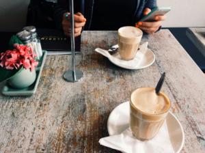 smartphone, κυκλοθυμία και καφές