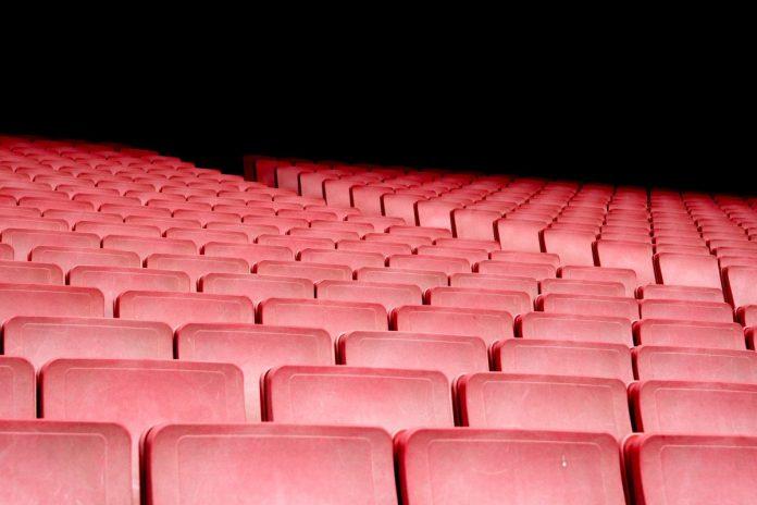 κόκκινα καθίσματα θέατρο