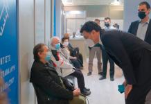 Ο Βασίλης Κικίλιας στο mega εμβολιαστικό κέντρο