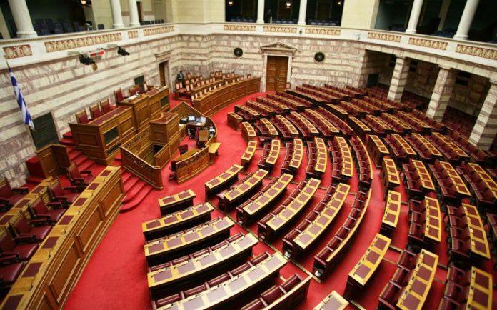 Συζήτηση στη Βουλή για το νομοσχέδιο του υπουργείου Παιδείας