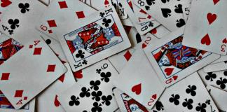 τράπουλα και χαρτοπαίχτες